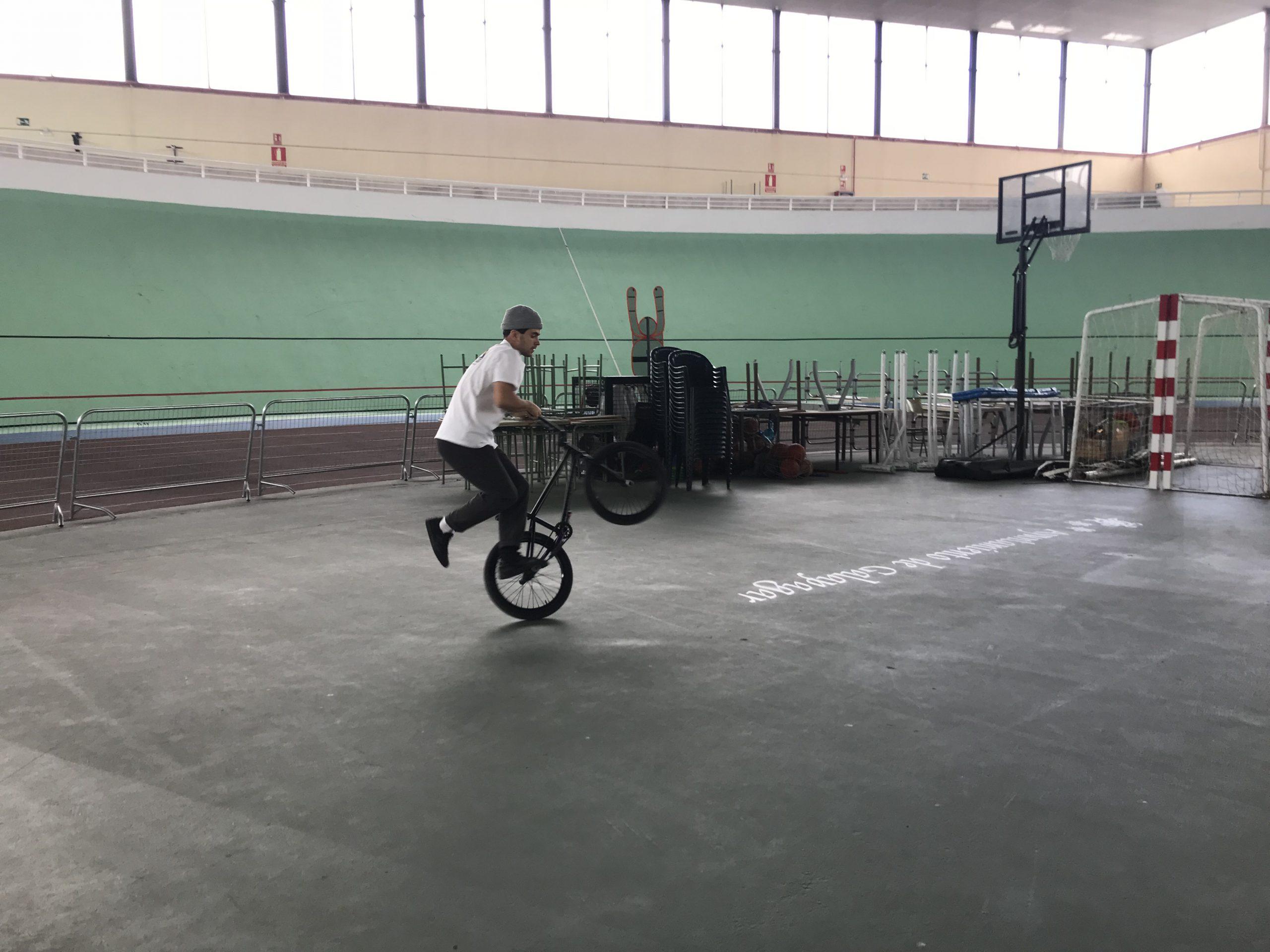 Varo Hernández preparando sus trucos para los campeonatos.